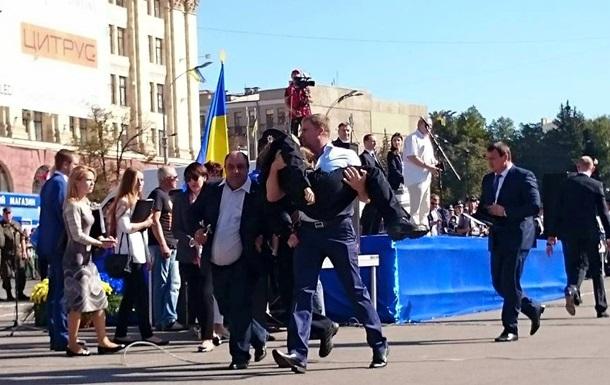 На церемонии принятия присяги в Харькове в обморок упала полицейская