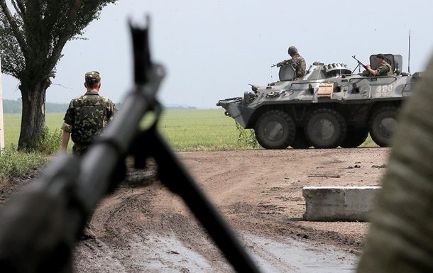 В результате обстрела Марьинки ранены четверо военных