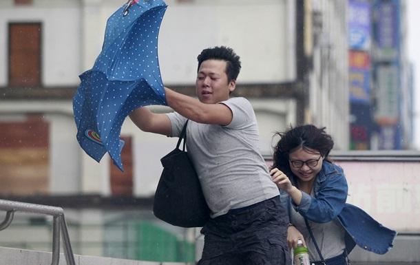 На Тайване эвакуировали тысячи людей из-за тайфуна