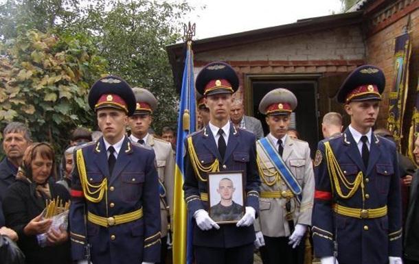 Сотні людей у Літині прийшли 27 вересня попрощатися з бійцем Нацгвардії Богданом