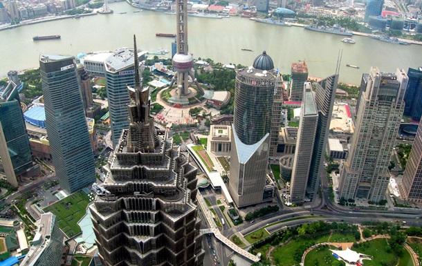 Российские экстремалы взобрались на 333-метровый небоскреб в Шанхае