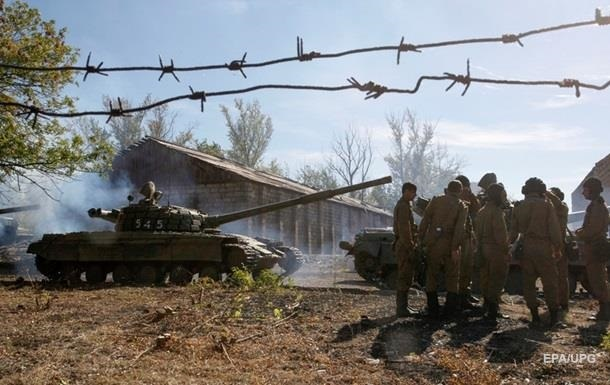 Несмотря на обстрел. Киев продолжит отвод вооружений
