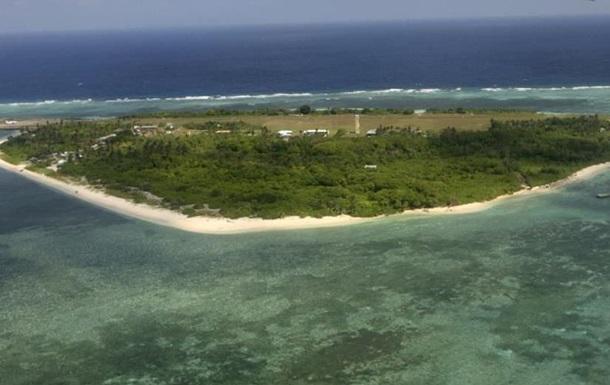 Китай запустил два маяка на спорных островах Спратли