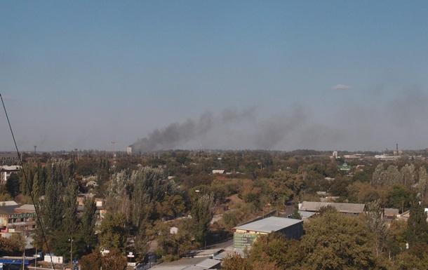 В Донецке после взрыва горит дом