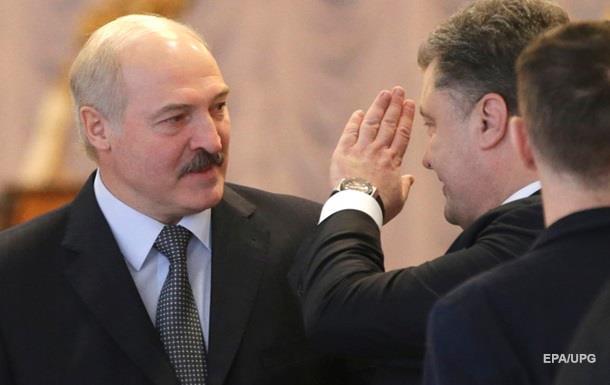 Порошенко поздравил Лукашенко с пятым сроком