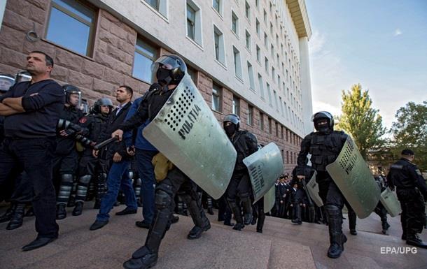 Экс-премьер Молдовы арестован в здании парламента