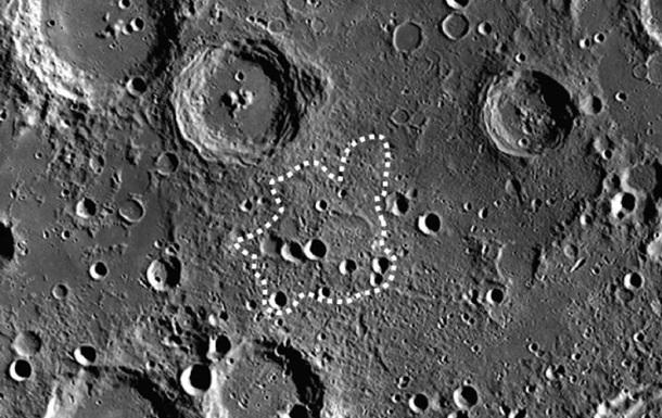 На Луне нашли гигантский курган