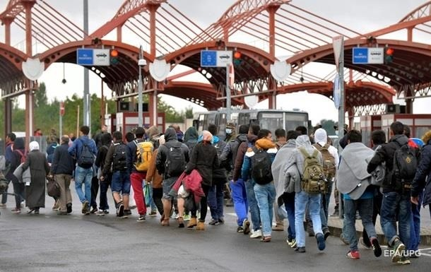 Поток мигрантов перенаправляют из Венгрии в Словению