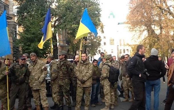 Под АП в Киеве бойцы просят украинское гражданство