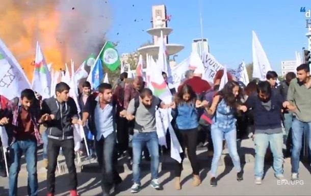Суд арестовал четырех подозреваемых во взрывах в Анкаре