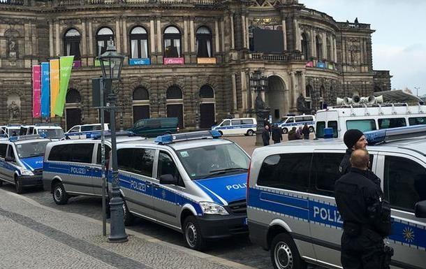 В Дрездене вышли на улицы противники и защитники мигрантов