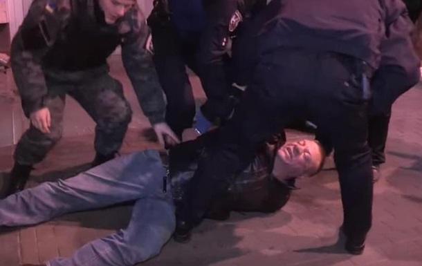 В Киеве пьяный водитель устроил потасовку с полицией