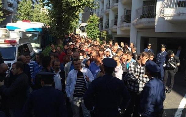 Турки и курды подрались у посольства в Токио: ранены 10 человек