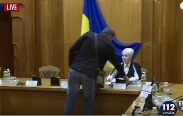 Божественная комедия . Парасюк устроил скандал в ЦИК