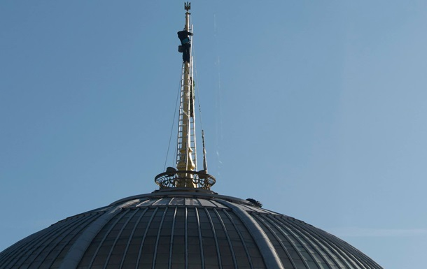 На купол Рады установили тризуб вместо звезды