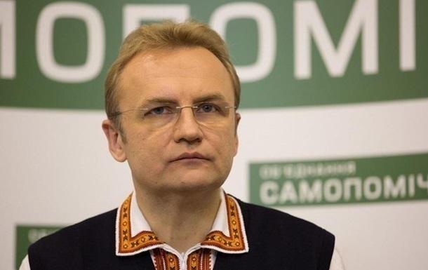 Во двор дома мэра Львова Садового бросили гранату