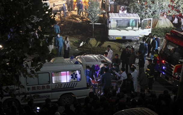 В Китае обрушилось здание: погибли 17 строителей