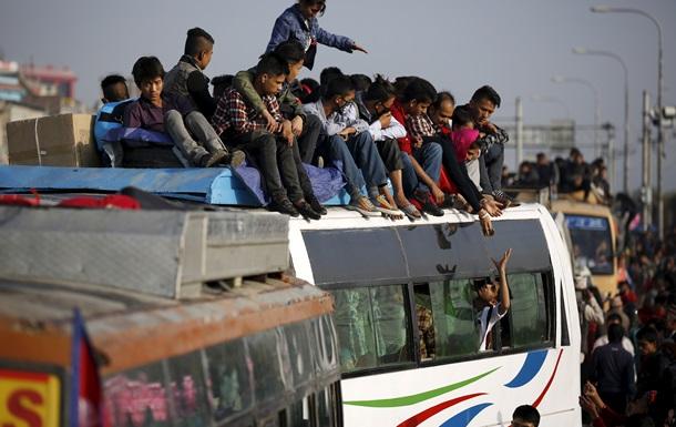 В Непале упал в пропасть автобус: 30 погибших