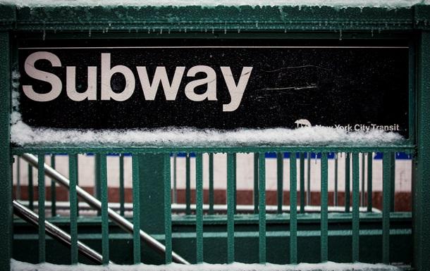 В метро Нью-Йорка мужчина ножом ранил четверых