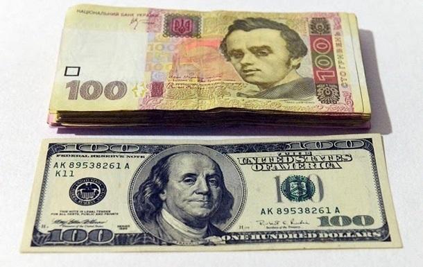 В Запорожье пенсионерка выбросила из окна евро, доллары и гривны