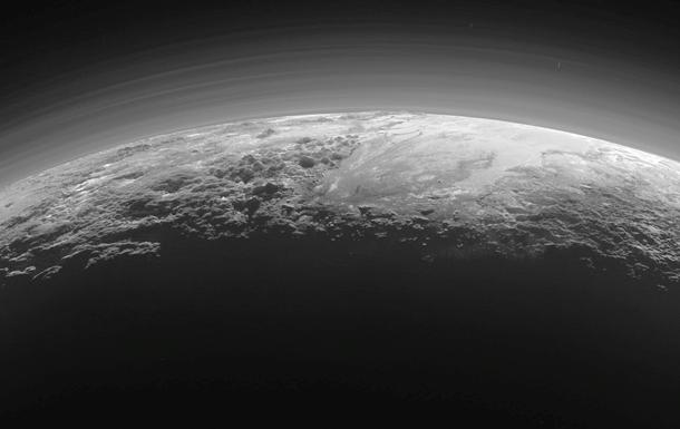 На Плутоне нашли вулканы с ледяной  лавой