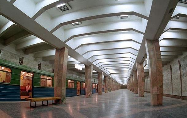В Харькове мужчина выжил после прыжка под поезд