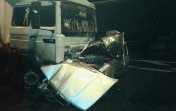 В Ровенской области авто врезалось в грузовик, есть жертвы