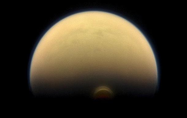NASA показало облако-монстр на спутнике Сатурна
