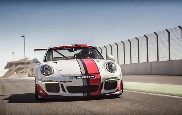 Porsche и Марк Уэббер проверили, может ли гонщик отвечать на смс за рулем