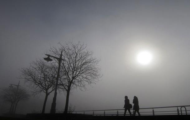 Киев и область окутал туман