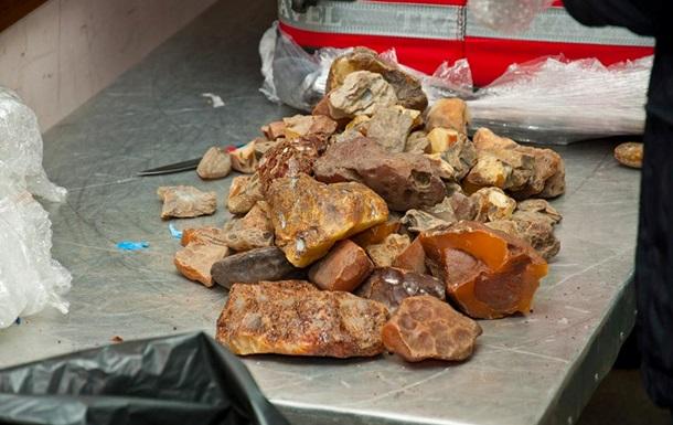 В Одессе конфисковали янтаря на девять миллионов