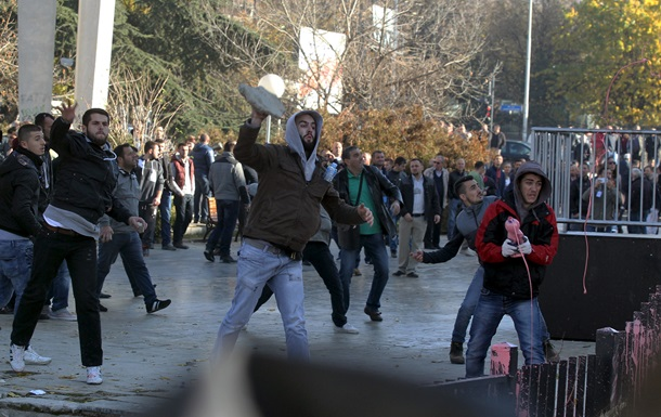 Протесты в Косово: под здание суда бросили гранату