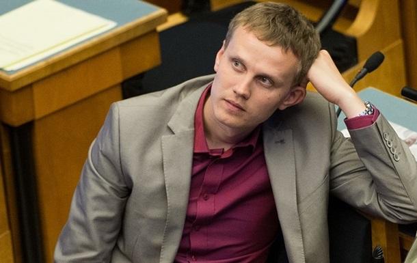 В Эстонии лидер оппозиции покинет парламент из-за совращения малолетних
