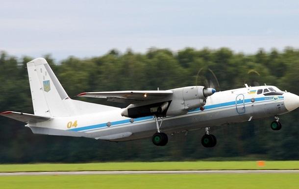 Порошенко присвоил самолету Ан-26 имя погибшего летчика