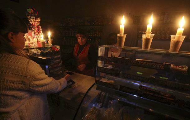 Свечи и замки на дверях. Как живет Крым без света
