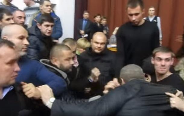 В Полтаве депутаты устроили массовую драку