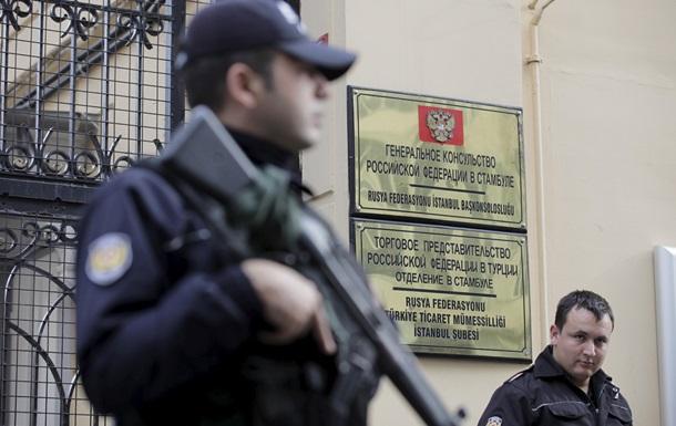 В Стамбуле спецназ окружил консульство России