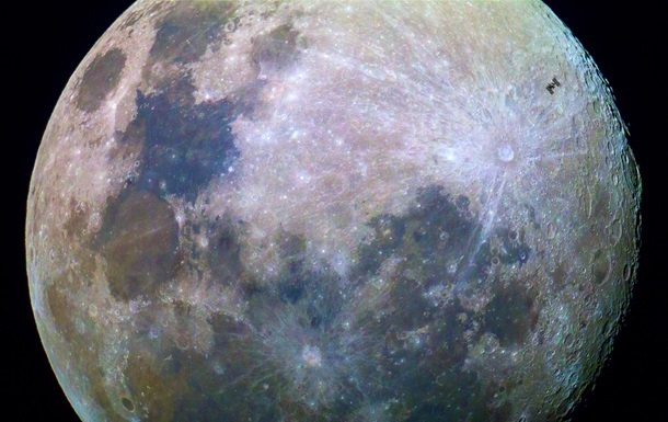 Ученые объяснили загадку оси вращения Луны