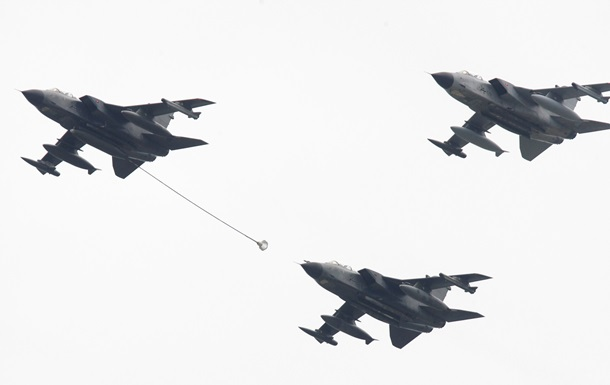 ФРГ направит в Сирию самолет-разведчик и военный корабль