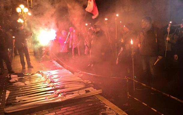 В Киеве ночью прошло факельное шествие