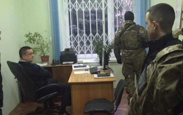 В Черновцах на взятке задержали двух руководителей налоговой