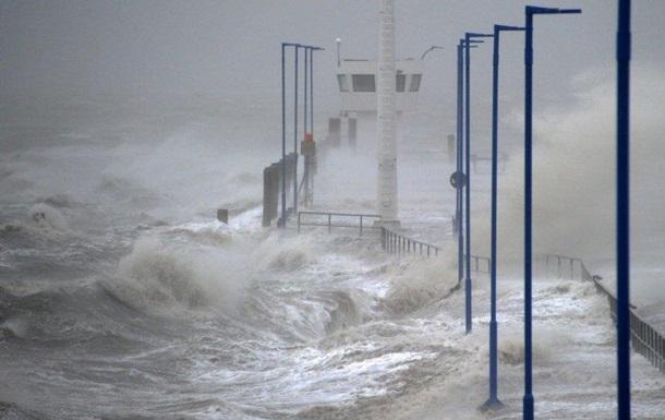 В Литве из-за урагана без света остались более 20 тысяч человек