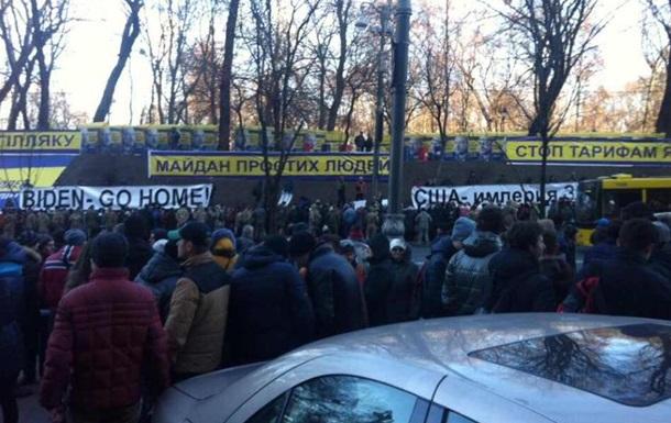В Киеве провели акцию против Байдена