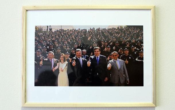 Саакашвили в здании ОГА устроил собственную фотогалерею