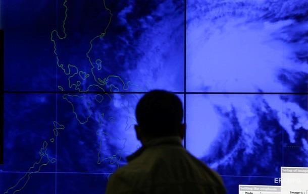 Миллионы филиппинцев остались без электричества из-за тайфуна  Мелор