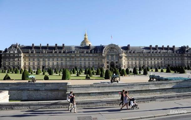 В Париже копы обстреляли авто из-за попытки подъехать к музею