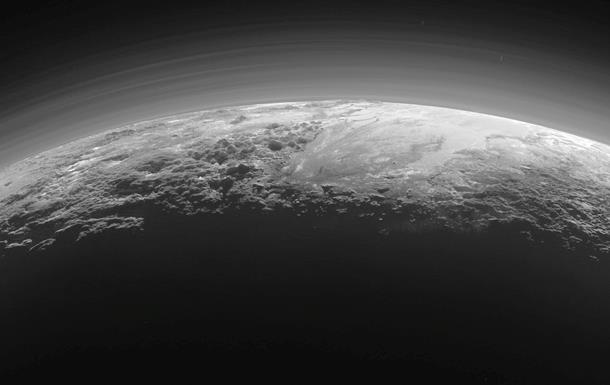 NASA показало  висячие  долины Плутона