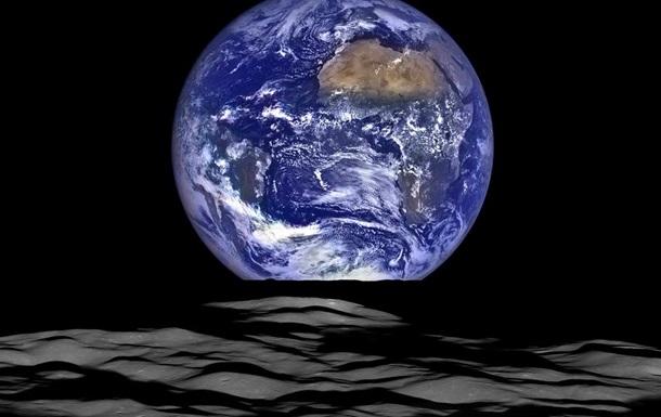 NASA показало снимок Земли в ночном небе Луны