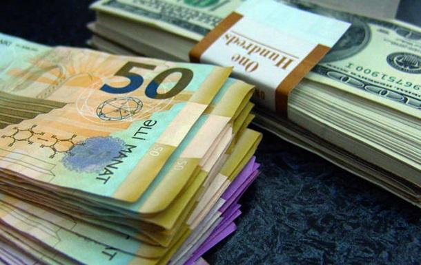 Азербайджанский манат рухнул на 47%
