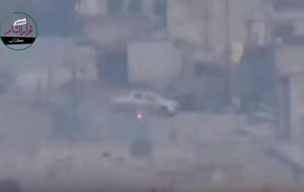 Война в Сирии: водитель увернулся от ракеты